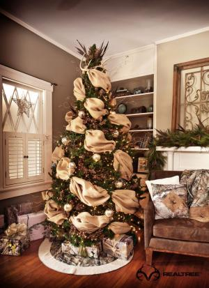 The company offers Realtree gift bags, wrapping paper and tissue paper to  bring the outdoors inside for holiday ... - Realtree Holiday...Camo Looks Great Under The Christmas Tree